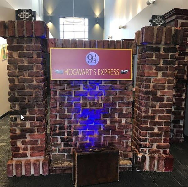 Harry Potter Hogwarts Express Platform 9 and 3/4