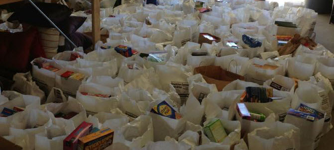 http://www.stapletondenver.com/wp-content/uploads/Food_Drive_Picture_final.jpg